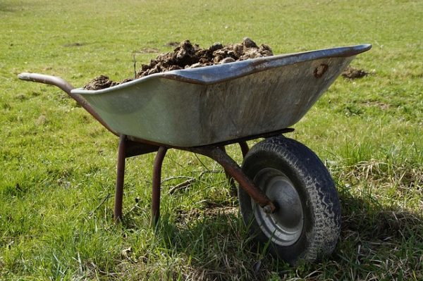 wheelbarrow-2188081_640