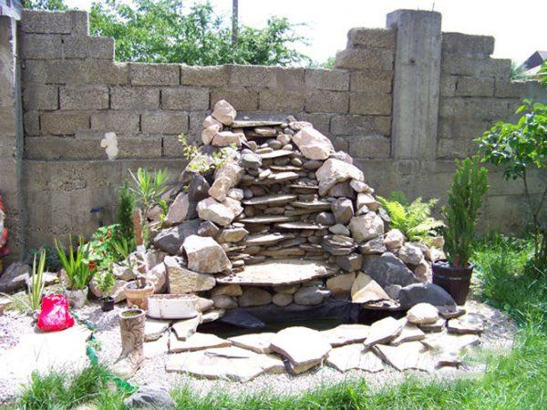 Горка из камней для сухого ручья