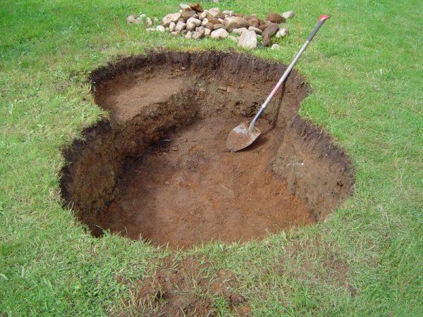 Выкопать участок для пруда