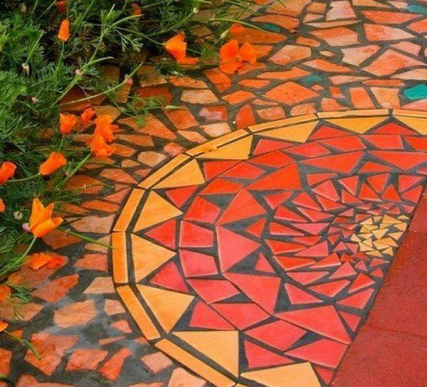 Цветная плитка в саду