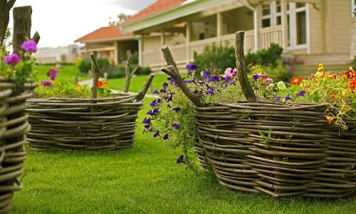 Плетеные бордюрчики для цветника