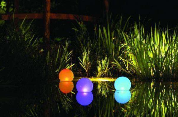 Светильники на солнечной батарее для подсветки водоемов