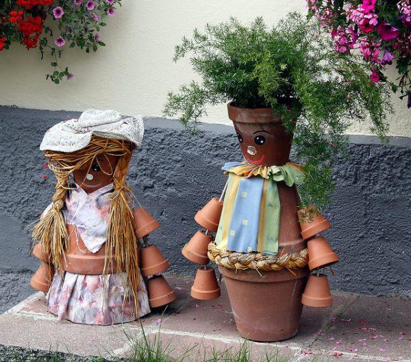 Скульптура из горшков