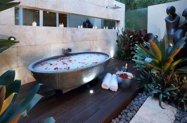 Ванная бассейн во дворе